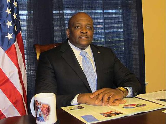 Singletary announces run for mayor 002