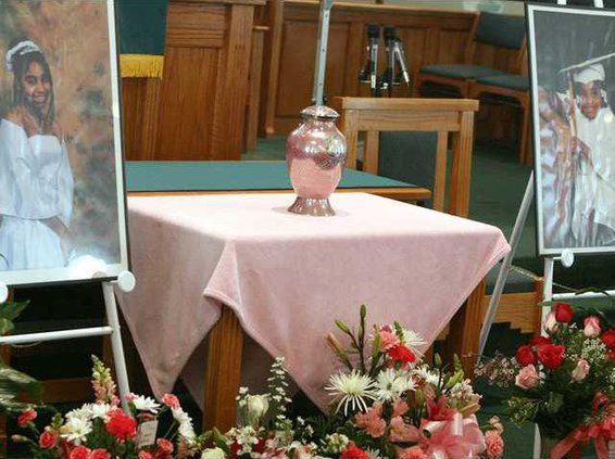 Urn-with-ashes-and-photos