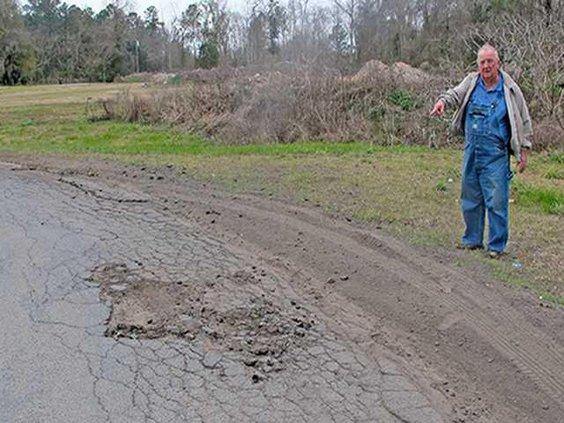 1- Pic 1 Ludowici Mayor points to damaged roads