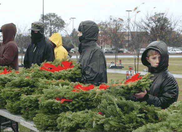 1205-Wreaths-Walk