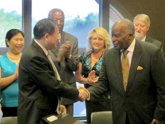 Vice Mayor JianWu Zhang and Mayor Thomas after signing ceremony