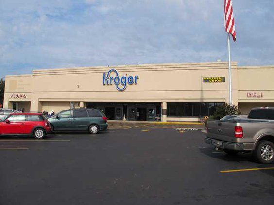 Kroger sign with owl sitting on the g