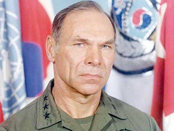 Lt Gen James Vaught