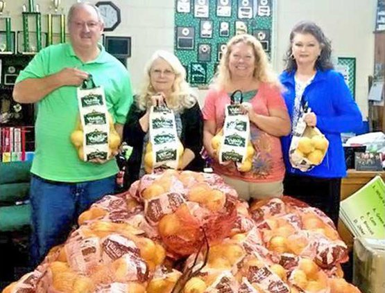 2 For Sun 6-7   Linda and Cliff DeLoach Donate to Help 4-H    Club