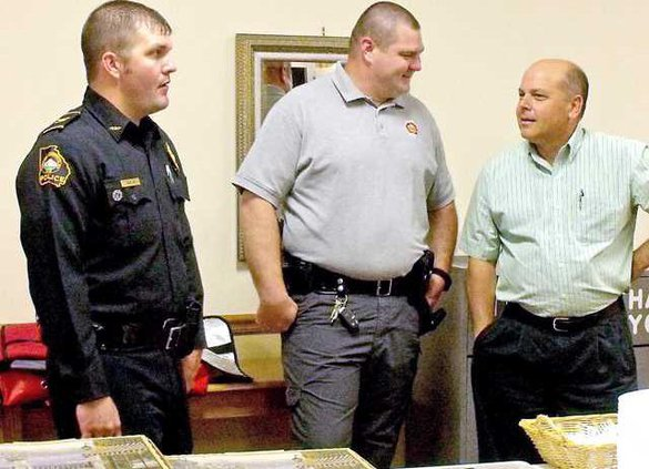 Chief TJ Gaskin and Sheriff Craig Nobles talk to a law officer at CATEN meeting