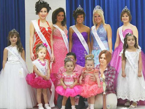 Winners from the 2009 Long Co Christmas Pageant
