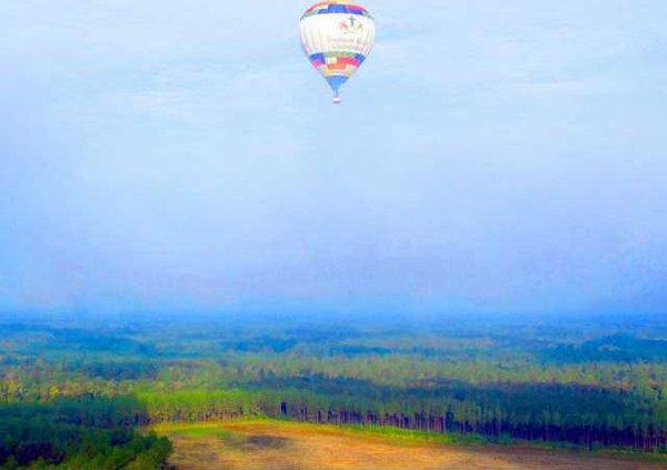 baloon in sky-horizontal
