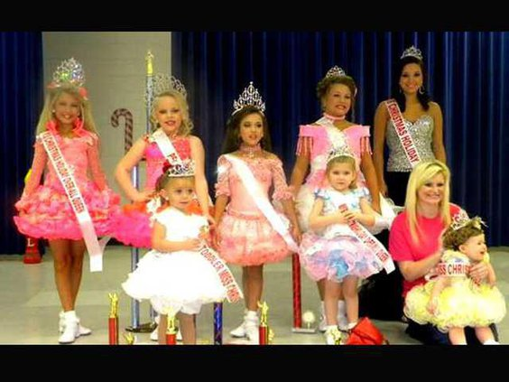 1223 Christmas Queens Crowned in Long County