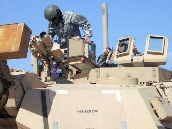 0425 airmen in tank 2