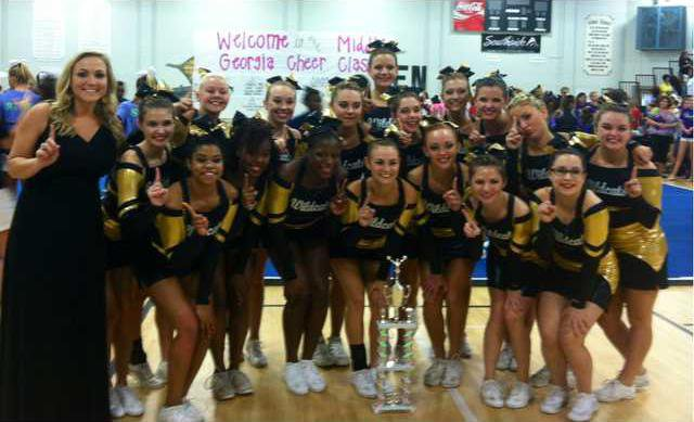 rhhs competition cheerleaders 1