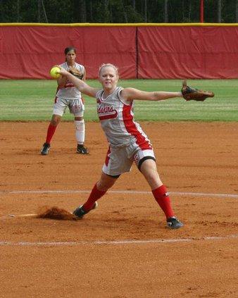 Ashley-Barfield-pitching-Ta