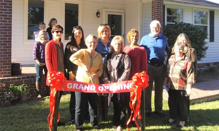 Family promise ribbon cutting